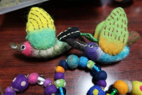 フェルト細工と編み物アクセサリー