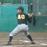 4回表、宮崎が二塁打を放つ