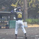 最終回表、戸田が二塁打を放つ