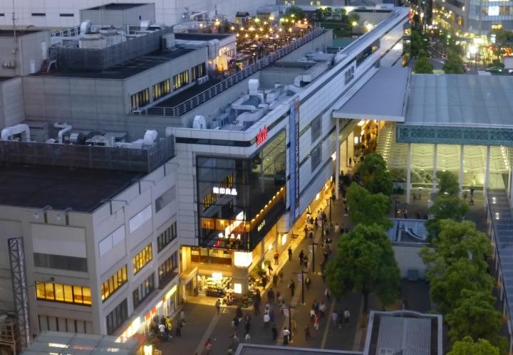 川崎駅ビル屋上のビアガーデン