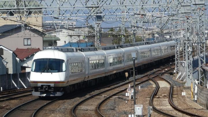近鉄22000系とアーバンライナー
