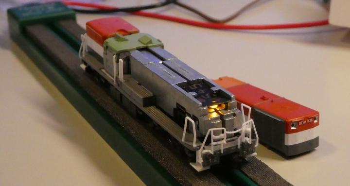 tomix DE10 LED基板交換前、ボディはずし後