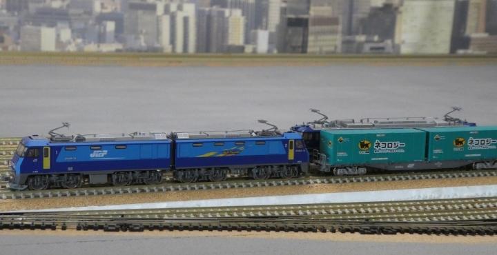 コンテナ貨車を牽くtomix EH200
