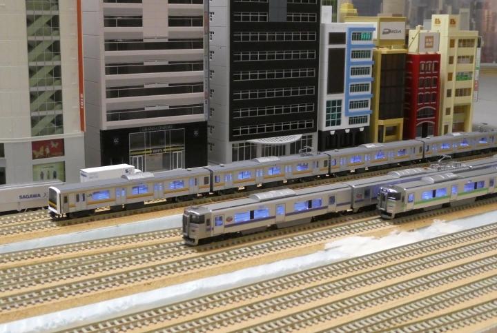 209系南武線と733系