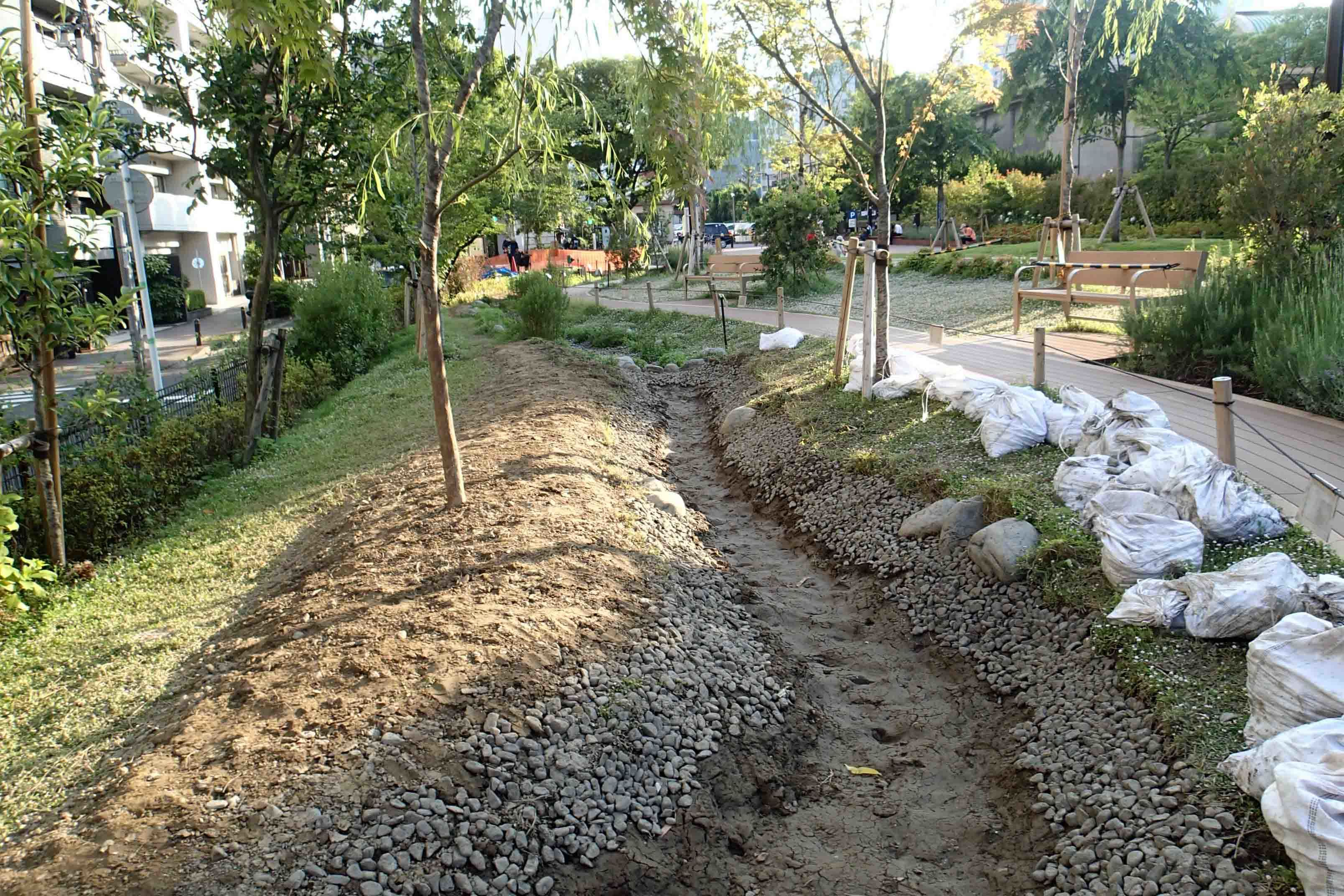 5 20築地川 掘削 中流