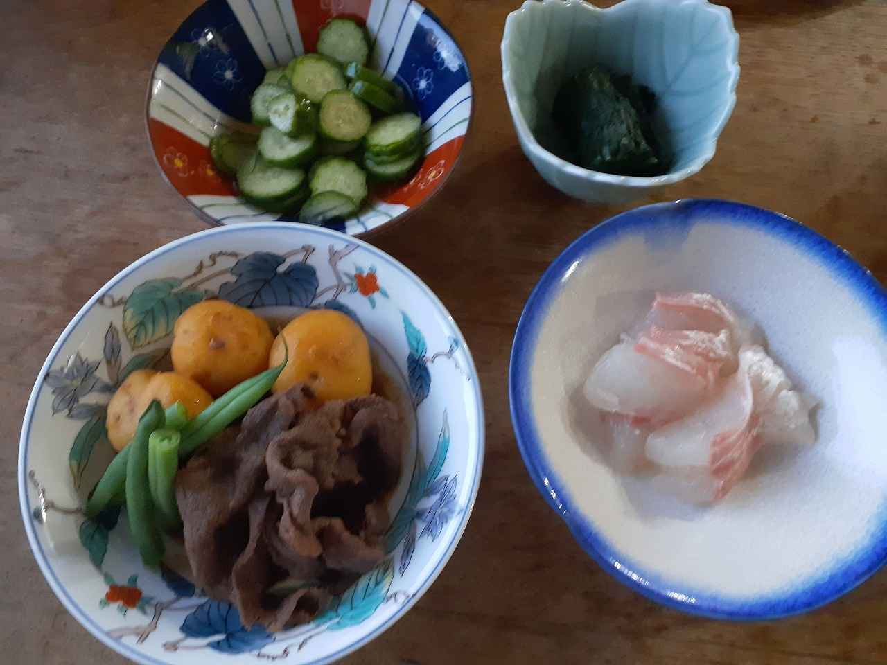 肉じゃが、タイ、胡瓜、ほうれん草