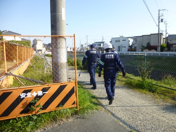 現場検証に来た警官たち