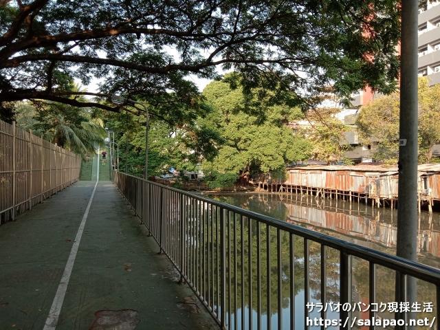ベンジャキティ公園、ルンピニー公園間の遊歩道
