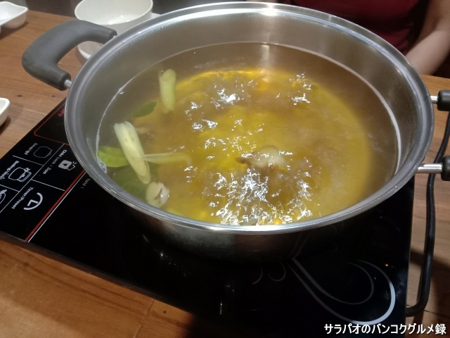 Na Ploenchit Joom Saap Noodles