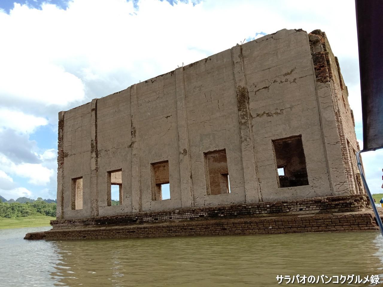 カオ・レーム湖に沈んだ寺を巡るボートツアー in カンチャナブリ