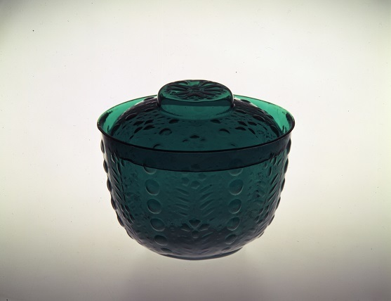 「型吹き泡玉文緑色ガラス蓋物」(サントリー美術館)
