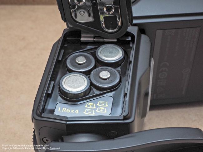オリンパス エレクトロニックフラッシュ FL-900R 電池の配置