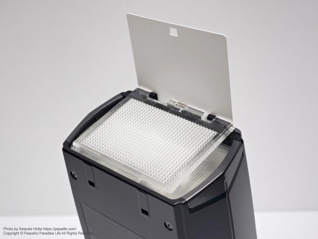 オリンパス エレクトロニックフラッシュ FL-900R 内蔵機能 ワイドパネルとキャッチライトプレート