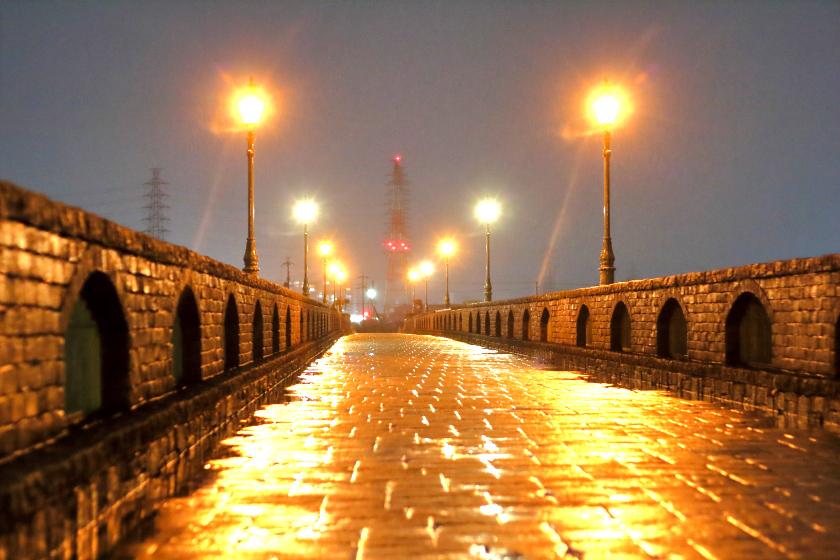 雨の池島弥生橋