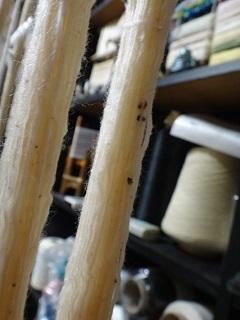 和白綿の撚り止め 黒いものが付いた