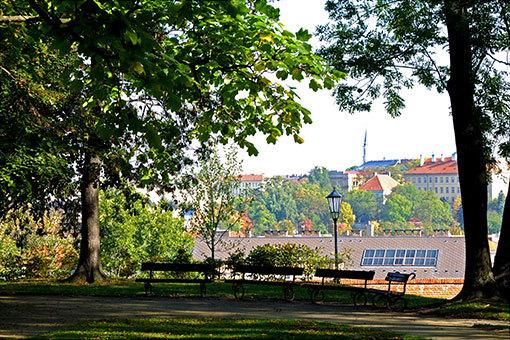 ヴィシェフラッドの丘から望むプラハの街の屋根