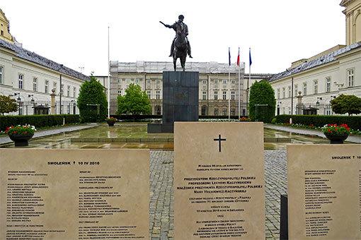 ワルシャワ大統領宮殿前