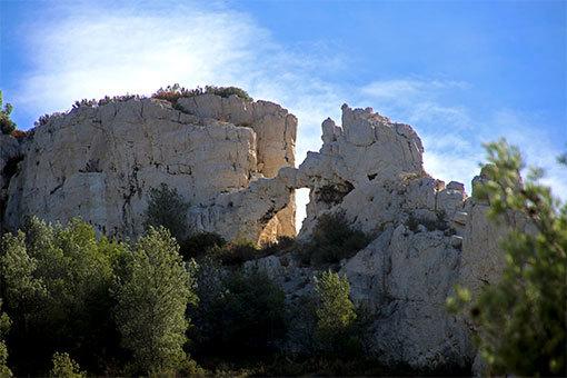モルジウカランクへの道 岩に空いた穴