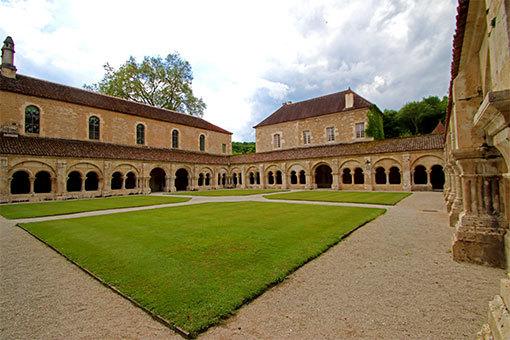フォントネー修道院 回廊の中庭