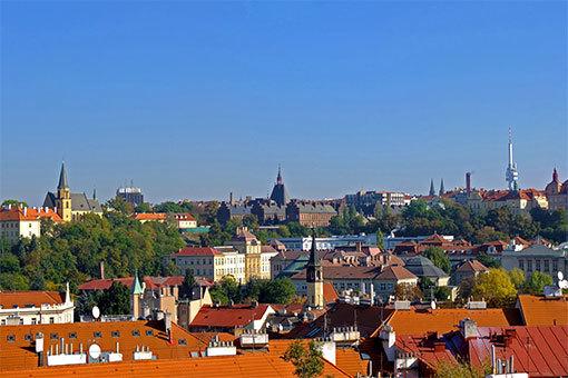 ヴィシェフラッドからみるジシュコフのテレビ塔方面プラハの街並み