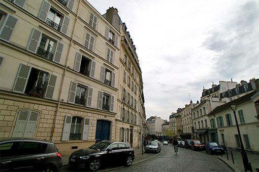 ルピック通り 左右で高さの違う建物