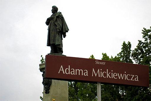 アダム・ミツキェヴィチ公園と像