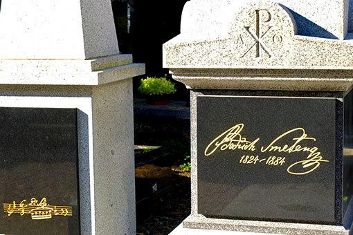 プラハ ヴィシェフラッドのスメタナの墓