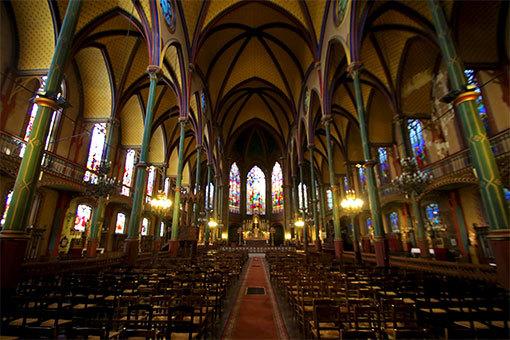 サントゥージェーヌ教会 内部全体
