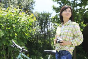 写真 自転車と女性