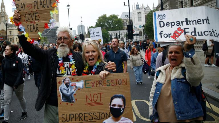 ロンドンで強制マスク反対集会