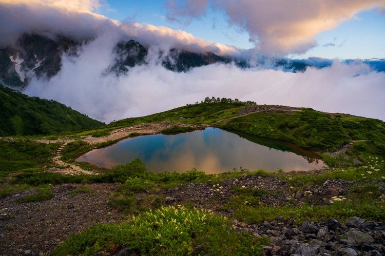 唐松岳 八方池 雲海 日の出